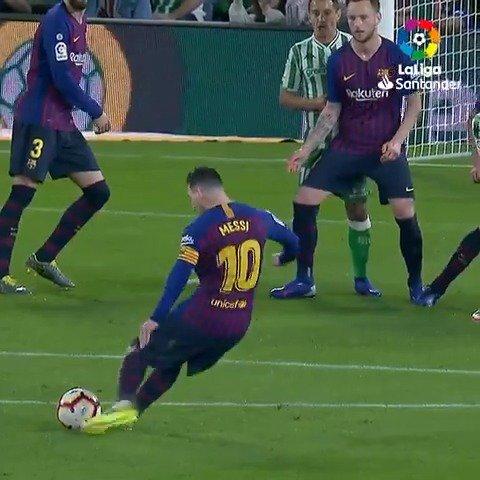 ¡Dios Mío, Messi! 😱  #LaLigaSantander