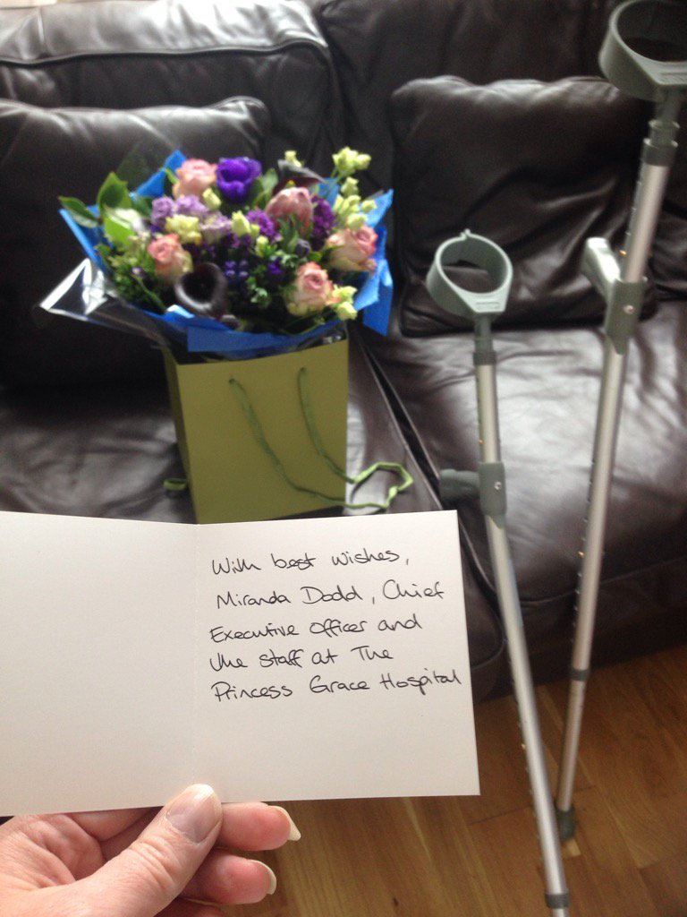 Many thanks 4 the beautiful flowers @HCAHospitalsUK &amp; #NHS professor 4 hip surgery c/o axa #PPP;2 busy2C #AndyMurray! <br>http://pic.twitter.com/f4GUGcrqOv