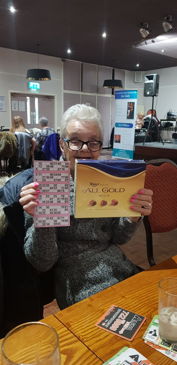 We all enjoyed the Happy Memories party at Mount Carmel Social Club yesterday. Edie cleaned up on the bingo AND the raffle! 🤑