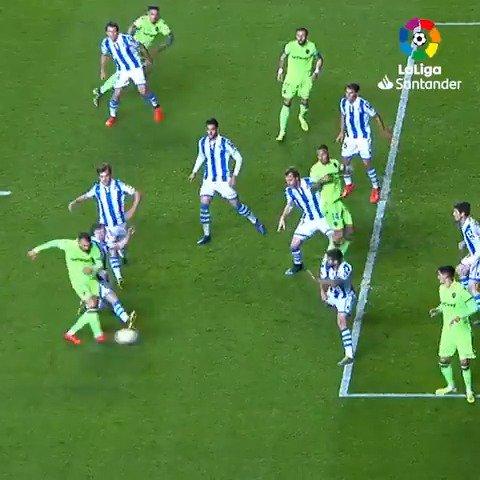 Un buen delantero define ASÍ. 🔥  @Mayoral_Borja 🐸 @LevanteUD   #LaLigaSantander