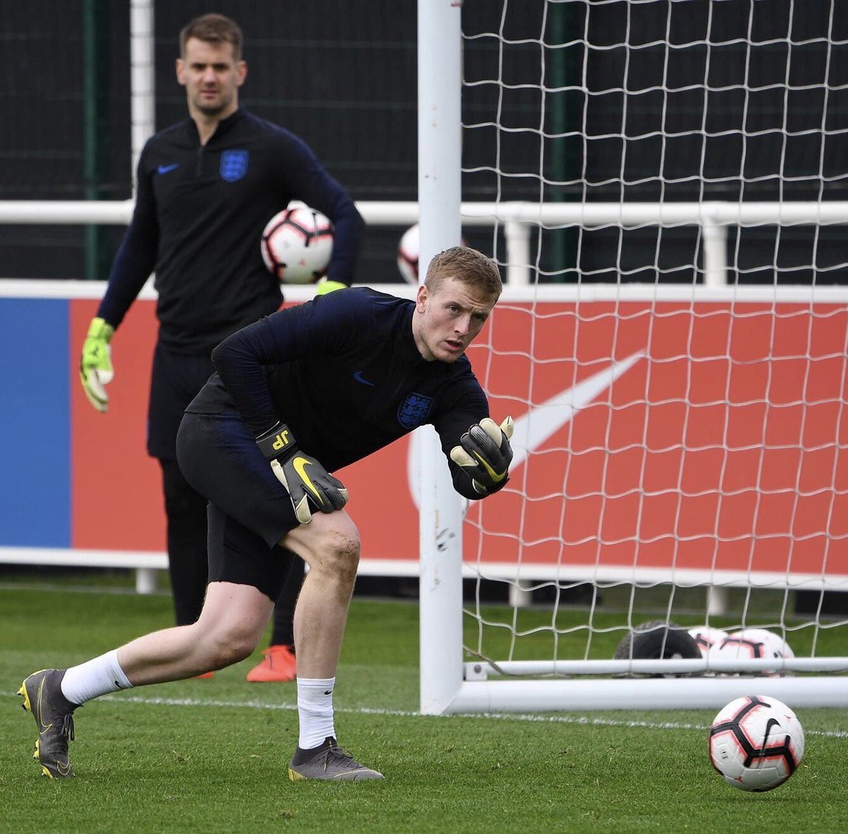 """""""Look at the state of his throw with them little arms. I'm deffo England's number one.""""  #twitterclarets #threelions<br>http://pic.twitter.com/l6krpJIScy"""