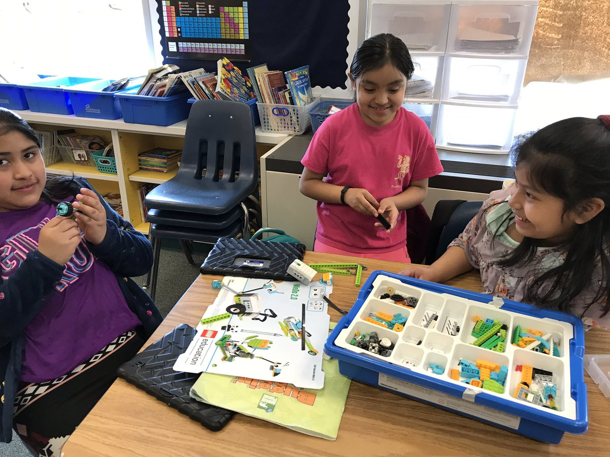 What will <a target='_blank' href='http://twitter.com/APS_ProjectYES'>@APS_ProjectYES</a> students build with LEGO WeDo kits? <a target='_blank' href='http://search.twitter.com/search?q=KWBPride'><a target='_blank' href='https://twitter.com/hashtag/KWBPride?src=hash'>#KWBPride</a></a> <a target='_blank' href='https://t.co/mJtOe7L55M'>https://t.co/mJtOe7L55M</a>