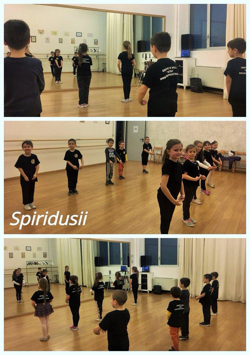 test Twitter Media - Gruppo di ballo Spiridusii!   #collage #folkdance #Copii https://t.co/0CGytt2jwc