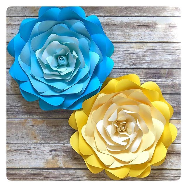 Lovely ombré roses that are matching two cakes. ⠀ Reminder: March is full, taking orders for mid April  Thank you  . . . . . ⠀ #shadesofblue #blueombre #bluecake #blueandyellow #yellowandblue #blueroses #paperrose #paperroses #yellow #yellowros…  https:// ift.tt/2CmqKov  &nbsp;  <br>http://pic.twitter.com/rSDAmXRF9V