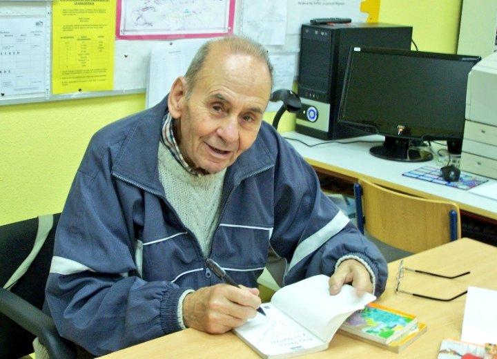 A Juan Muñoz (90) se le sigue poniendo una gran sonrisa cuando habla de uno de sus libros: 'Fray Perico y su borrico', una joya que cumple 40 años, y quien consiguió que millones de niños se engancharan a la lectura con sus obras. Qué menos que un homenaje público en vida.