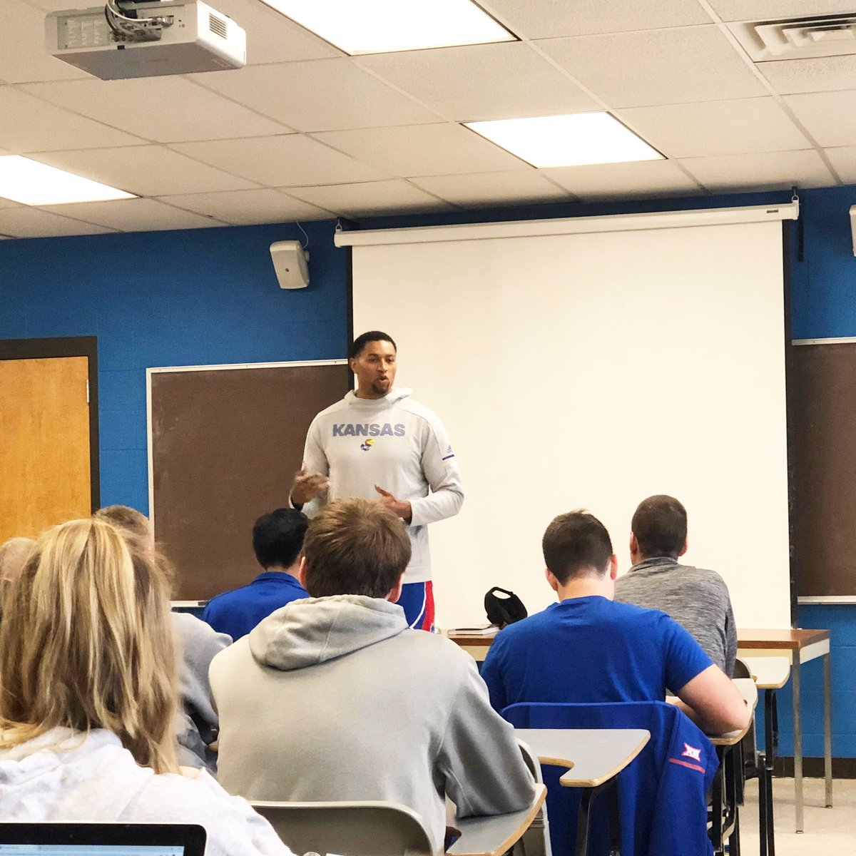 What an opportunity for Dr. Kish's Leadership and Personnel class to hear from @waynesimien today!<br>http://pic.twitter.com/XAMg1TjmKA