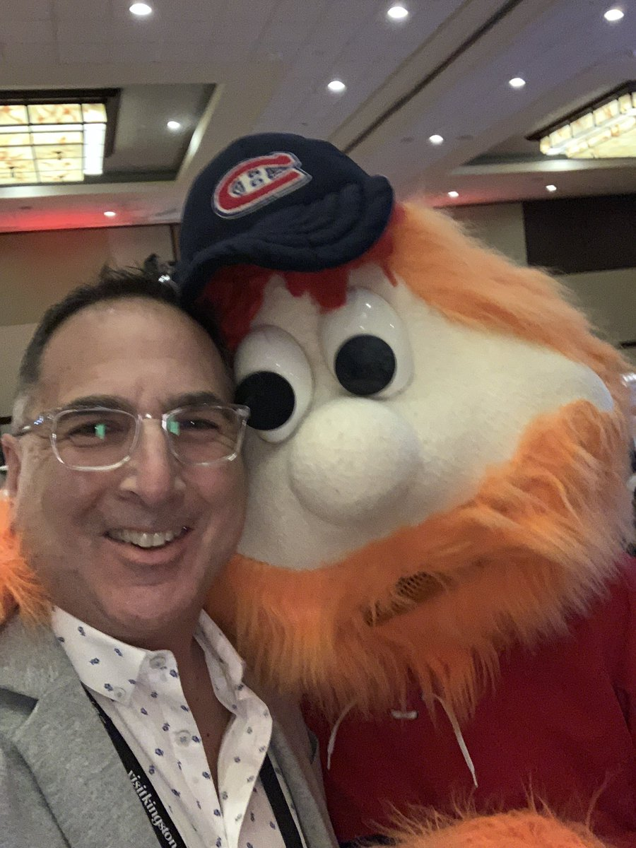 Having fun with Youppi, the Montreal Canadians mascot. #SEC19 https://t.co/UrHgE6CwxO