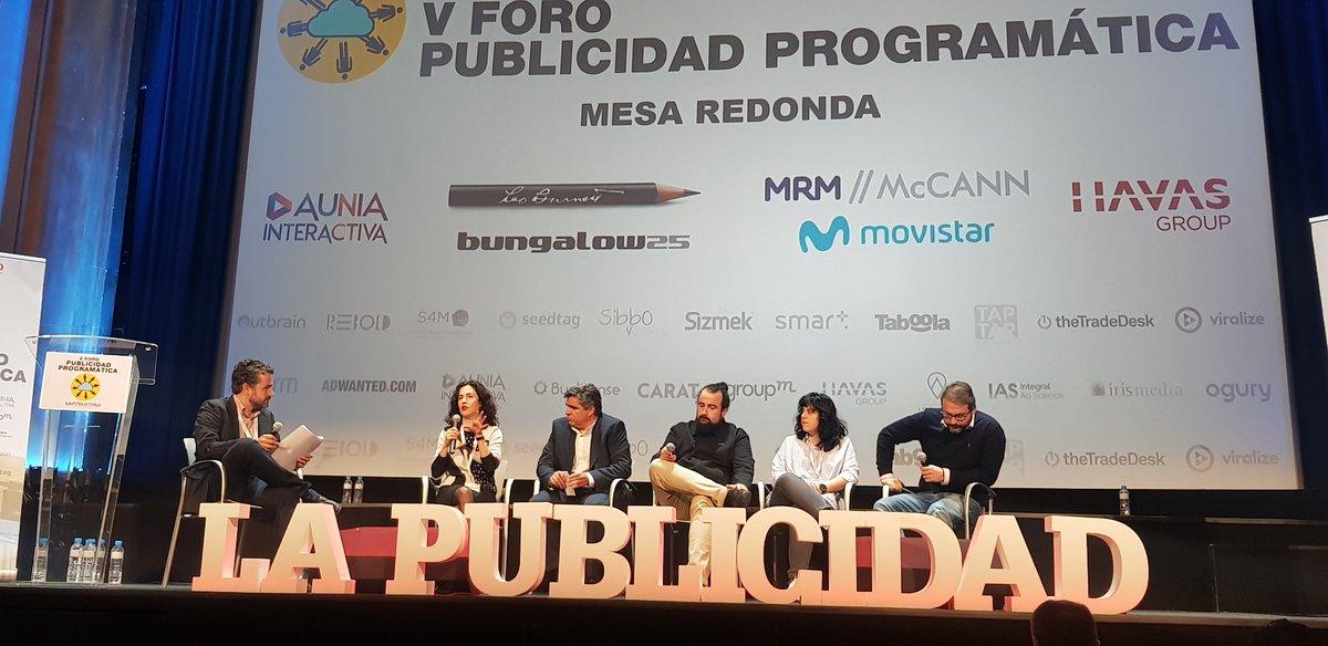 Interesante mesa redonda del V #ForoPublicidadProgramatica de @PdelaPublicidad, donde hemos reivindicado el papel de la creatividad. Carmina Serrano (@Buranita) representando la casa, @CarlosJNavarro de @McCann_Spain, Beatriz Jerez de @B25_LaAgencia y José Cardenal de @Auniamed https://t.co/NI2aWDE4Ld