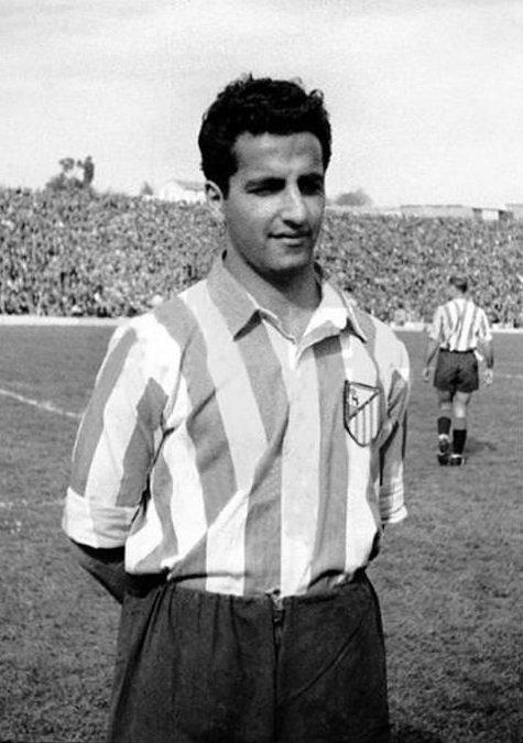 """El 19.3.1926 nació Alfonso Silva, maravilloso medio y delantero canario, apodado """"el matemático del balón"""" por la precisión de sus pases. Jugó en el @Atleti entre 1946-55 (181 partidos, 39 goles ). Ganó 2 Ligas y 1 Copa Eva Duarte. Falleció en 2007. #HistoriaATM"""