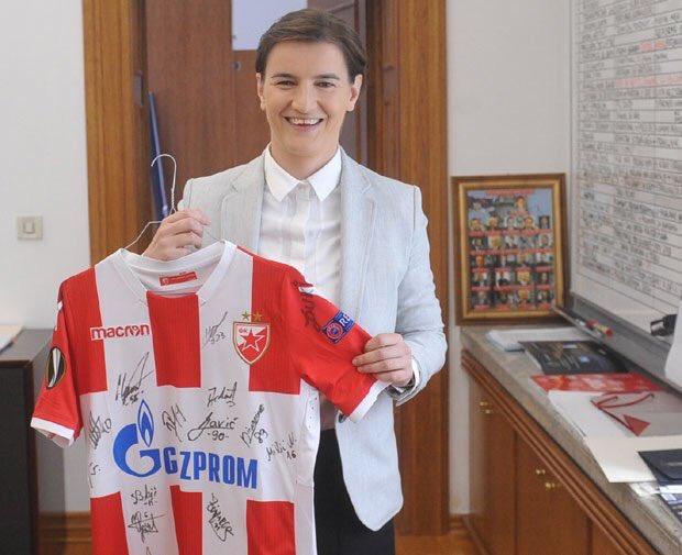 FK Crvena zvezda D2CTlKyX0AAaYQb