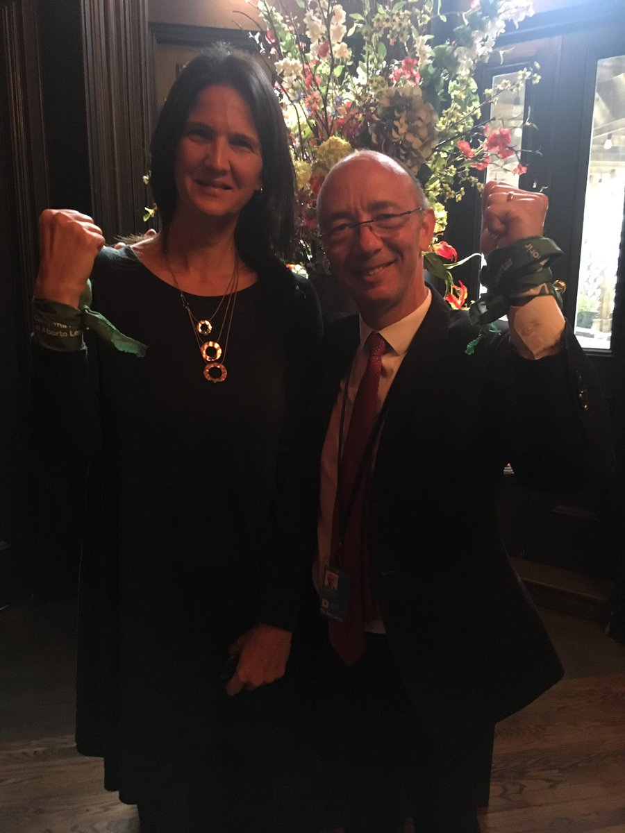 President of @WBI_tweet Wallonia-Brussels @demotterudy and IPPF&#39;s @NinaZamberlin in solidarity with the hundreds of thousands of activists in the region that are fighting for abortion rights.  #AbortoLegalYa <br>http://pic.twitter.com/cG447QS4As