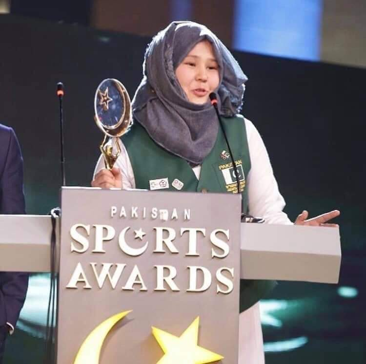 Nargis Hazara, the Asian Games Karate medalist, was announced as the sportswoman of the year. She is the Pride of #Pakistan from #Balochistan #Quetta #Sport. The real Face of #Womenempowerment<br>http://pic.twitter.com/DtrNrhughC