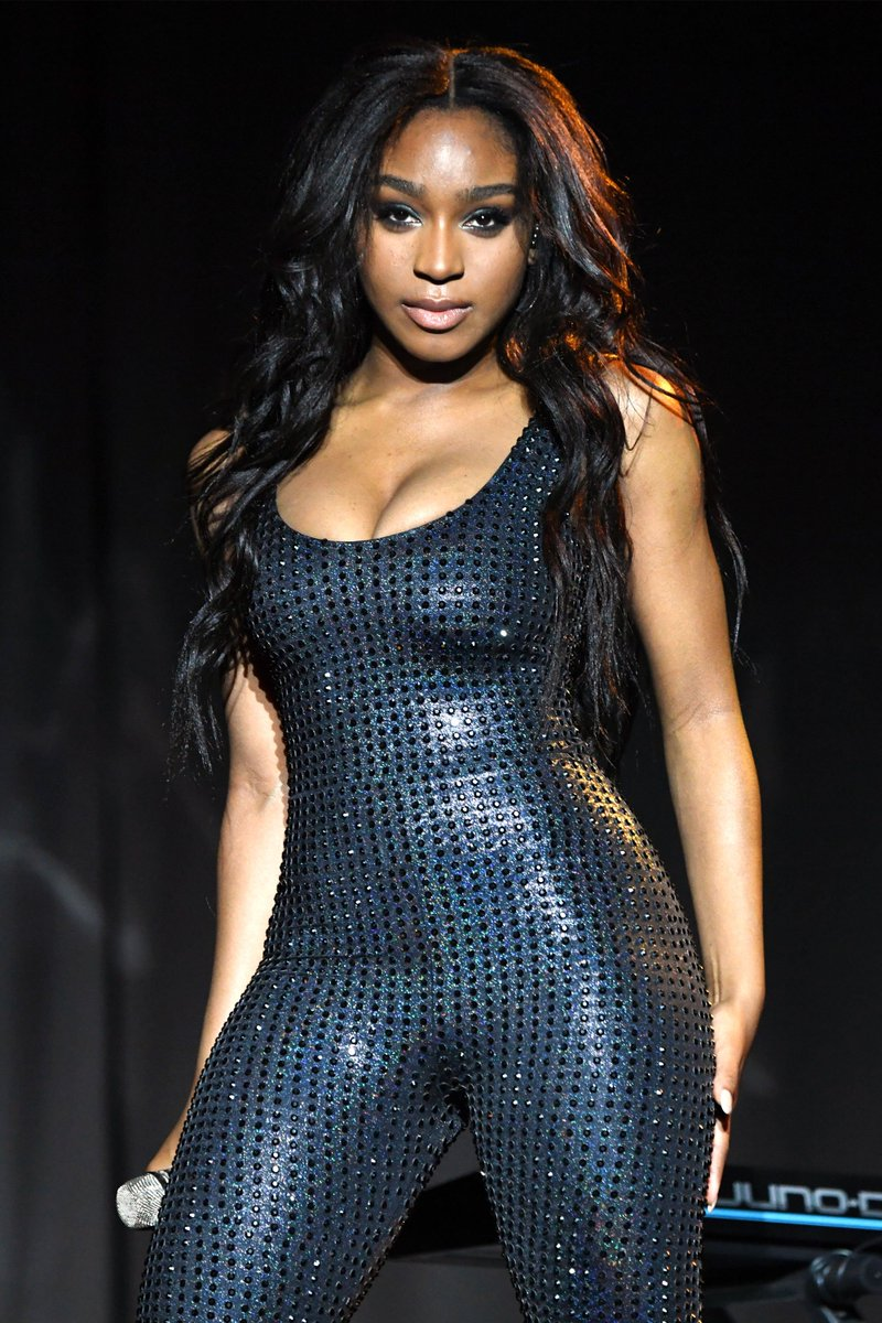 Can we all just take a sec to talk about @Normani&#39;s performance at the #SweetenerWorldTour last night???<br>http://pic.twitter.com/wpnYLR0wbX