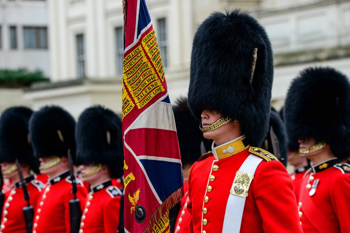 The Grenadier Guards' newest soldiers were under scrutiny today to be declared ready for ceremonial duties in #London this summer💂♂️ The 1st Battalion will Troop its Colour for the Queen's Birthday Parade on June 8 and Nijmegen Coy will march with them: http://bit.ly/2OdokgG