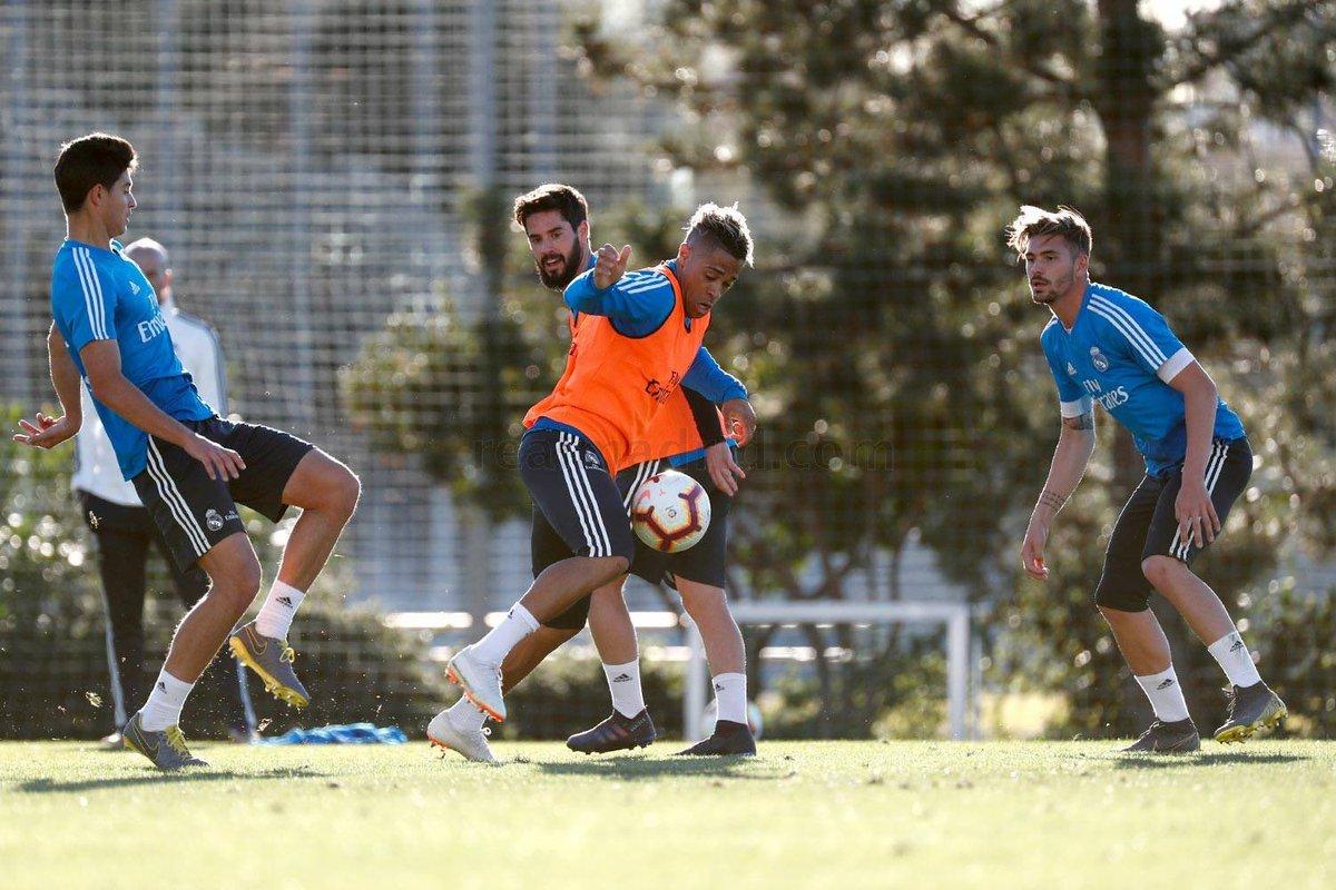 Momentos del entrenamiento de este martes, sin jugadores internacionales. #HalaMadrid