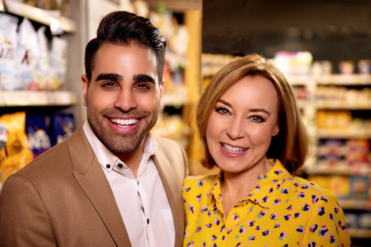 The restraining order means I can't get naked on camera but @DrRanj can and I'm pretty sure there's lots of you who would love to see that! So tune in at 8pm @ITV tonight #SaveMoneyLoseWeight with the gorgeous @sianwilliams100 who's road testing calorie reduced booze #winning