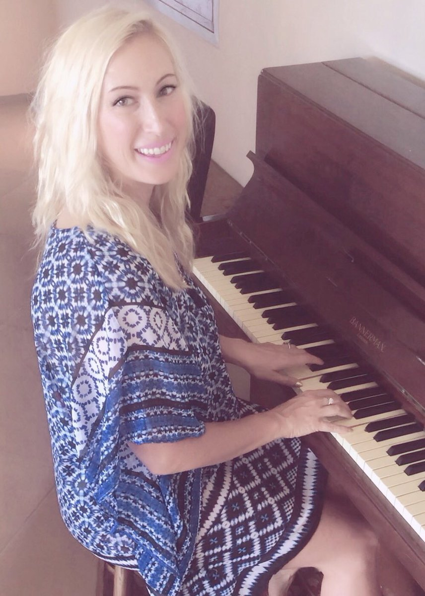 Love sharing my heart through the music I write💖. Sending love from #NewZealand. May sweet melodies surround you today.  Emme #globalfamily