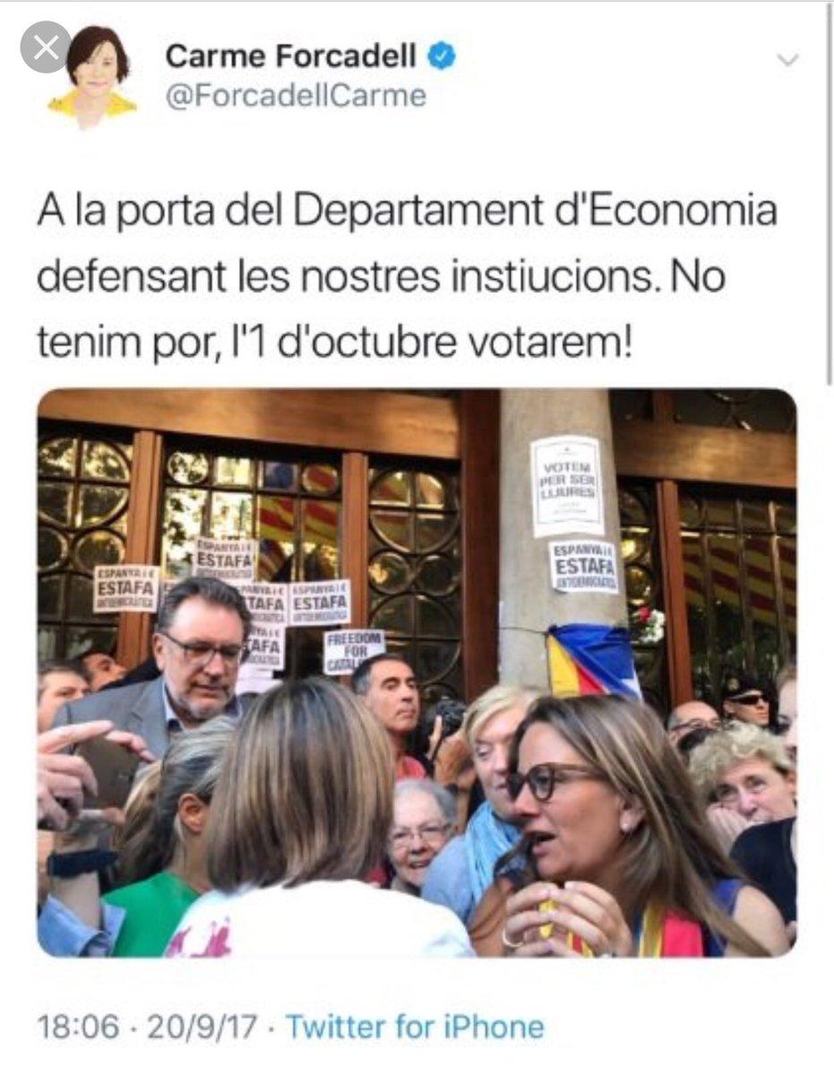 Forcadell a la porta del departament d'Economia, eso dice.