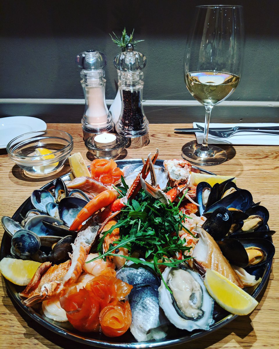 . @WhighamsEdinBar seafood 🦞 platter is available every Fri-Sun for two people for £40! A great deal for quality seafood in a brilliant atmosphere 🍷  #thisisedinburgh #edinburghswestend #hiddengems #takeacloserlook #edinburgh