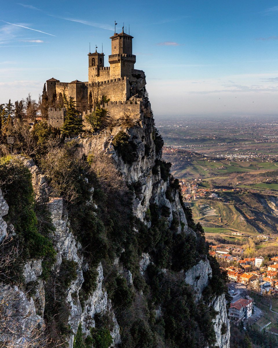 #SanMarino may be the 5th smallest country in the world but it is one of the most spectacular to #visit!  @VisitSanMarino  #medieval #castle #TravelTuesday<br>http://pic.twitter.com/IereQq2aUJ