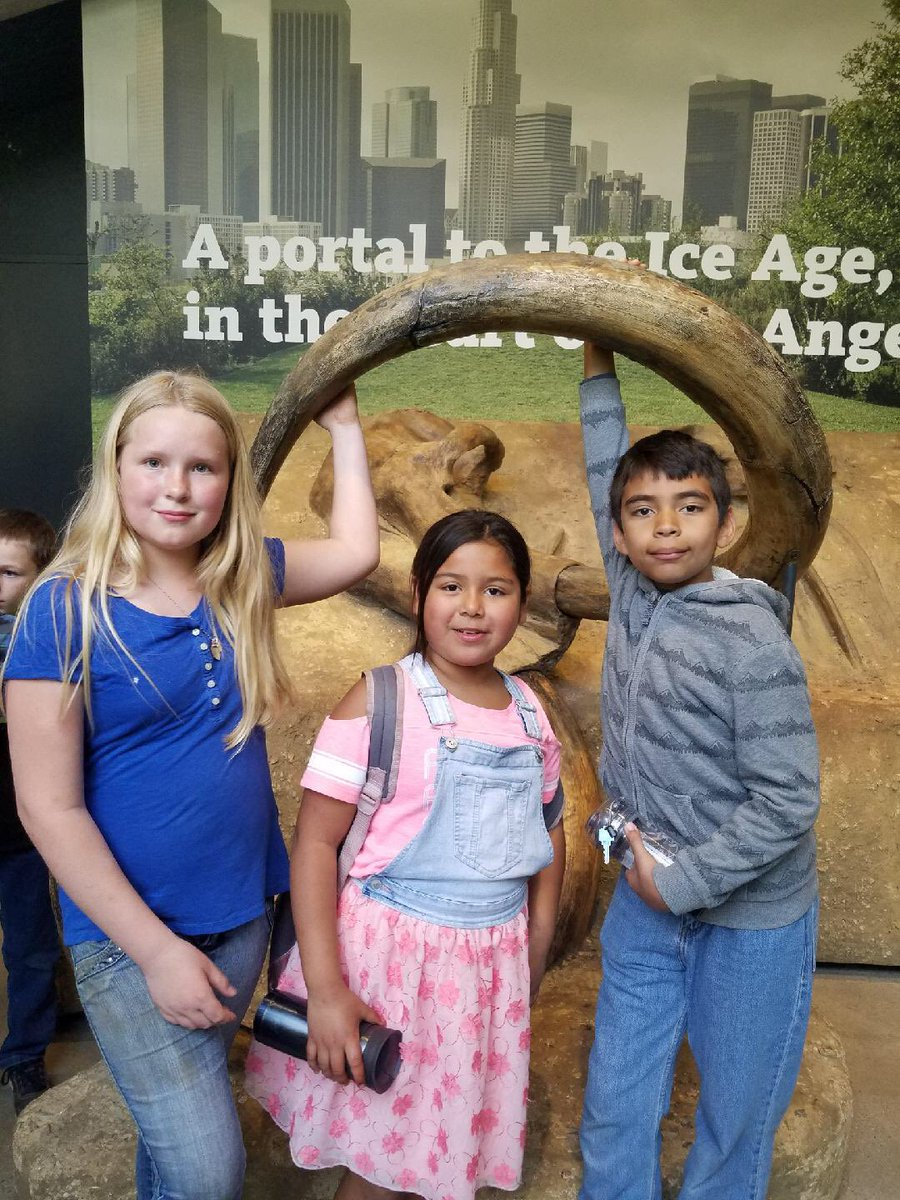 Standard Elementary 5th graders are enjoying their field trip to La Brea Tar Pits! I so thankful for our district's support of education field trips, thanks to the financial support in LCAP. #SSDWeCare<br>http://pic.twitter.com/zdRDaR8B9Y