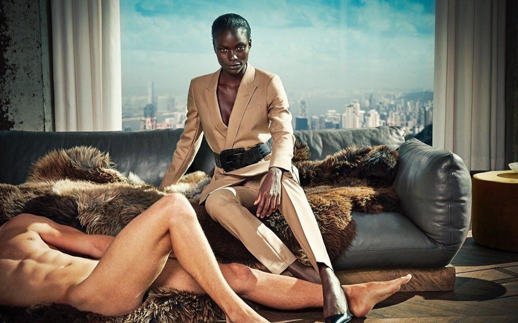 このオーダースーツの広告はなんだか女性が強すぎる感が強いww