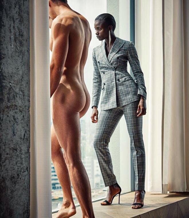 オーダースーツは男性だけのものじゃないって広告らしけどずっと見てる。男性がスーツひん剥かれた感じずっと見てる。