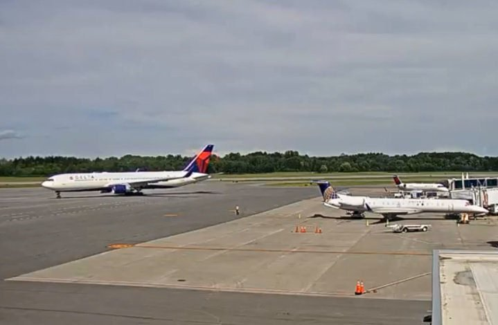 Watch Syracuse Airport webcams live 24/7 at https://cam.airlive.net/syr/