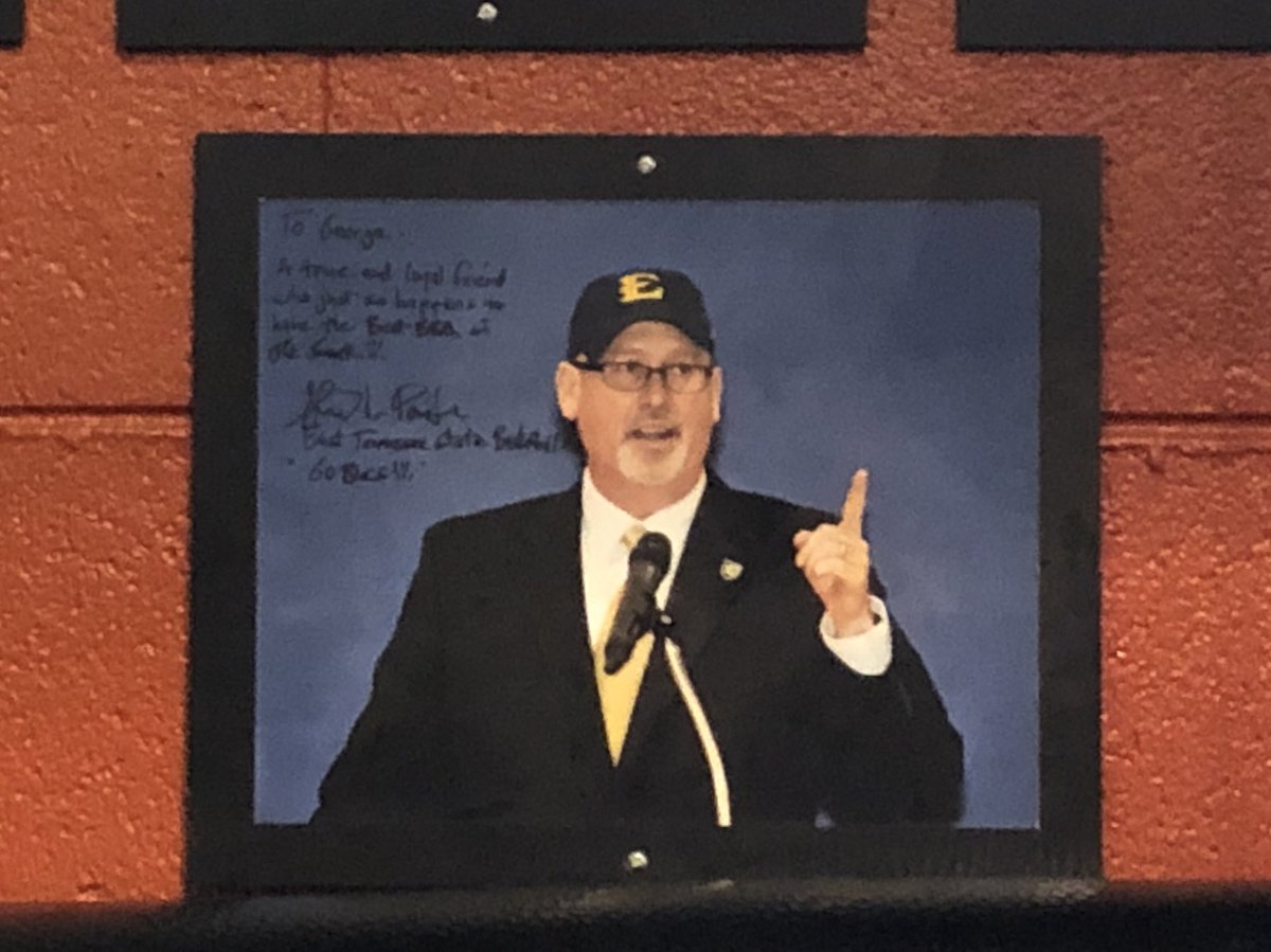 You know it's fine dining when this guy's picture is on the wall. @ForbesETSUhoops @deadendbbq