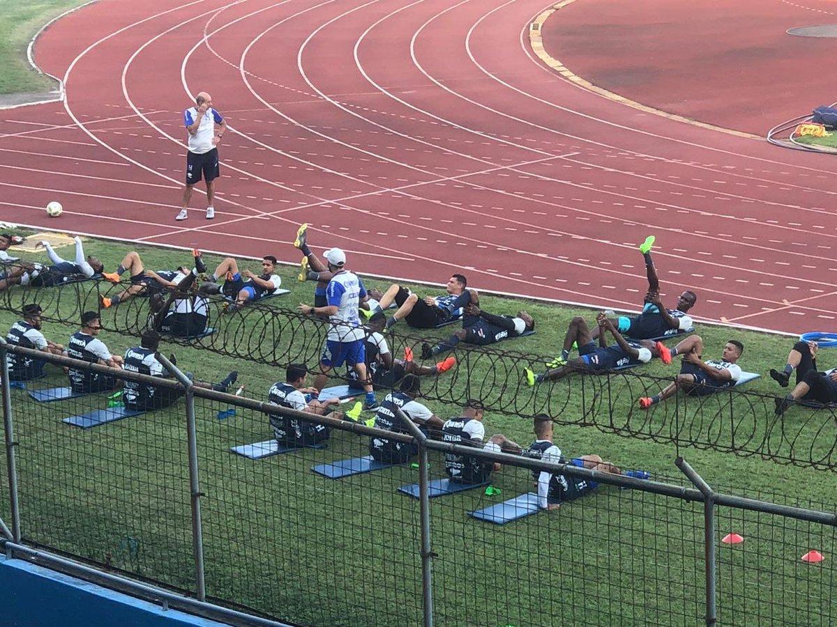 🚨 Alerta selección de Honduras 🚨  ¡La H ya tiene toda su artillería!   hoy, #Honduras completó su segunda jornada de entrenamiento de la mano del Profesor Fabián Coito en el Estadio Olímpico.   En esta sesión el Uruguayo ya contó con los 27 jugadores convocados. Via @JennyFerHN