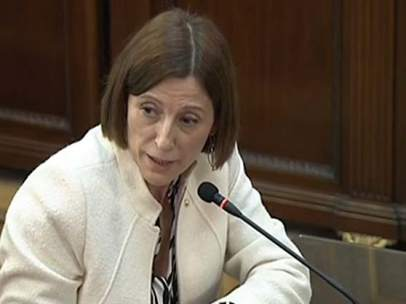 An agent accuses Forcadell of encouraging the tumult: &quot;He was reaching out to shake the crowd from the official car&quot; <br>http://pic.twitter.com/hhLDnOB4Qj