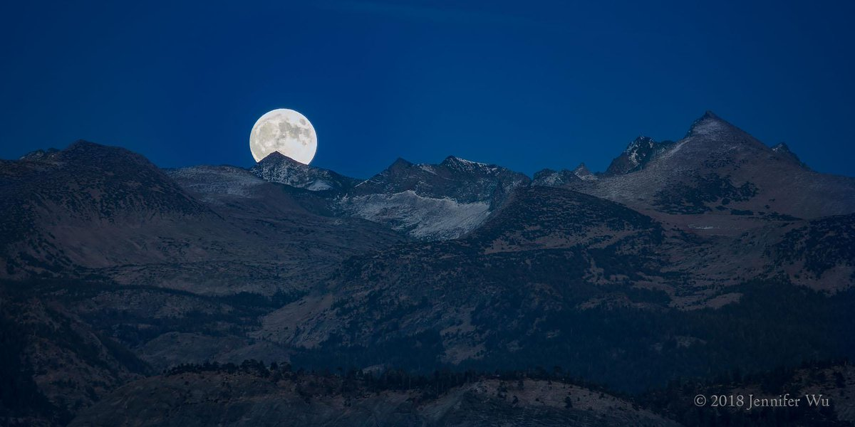 Wednesday, March 20th, marks the first day of #Spring, as well as the third (and last!) #Supermoon of the year! Learn to capture this incredible phenomenon from #CanonExplorerofLight Jennifer Wu! https://Canon.us/nvstu  #LearnWithCanon