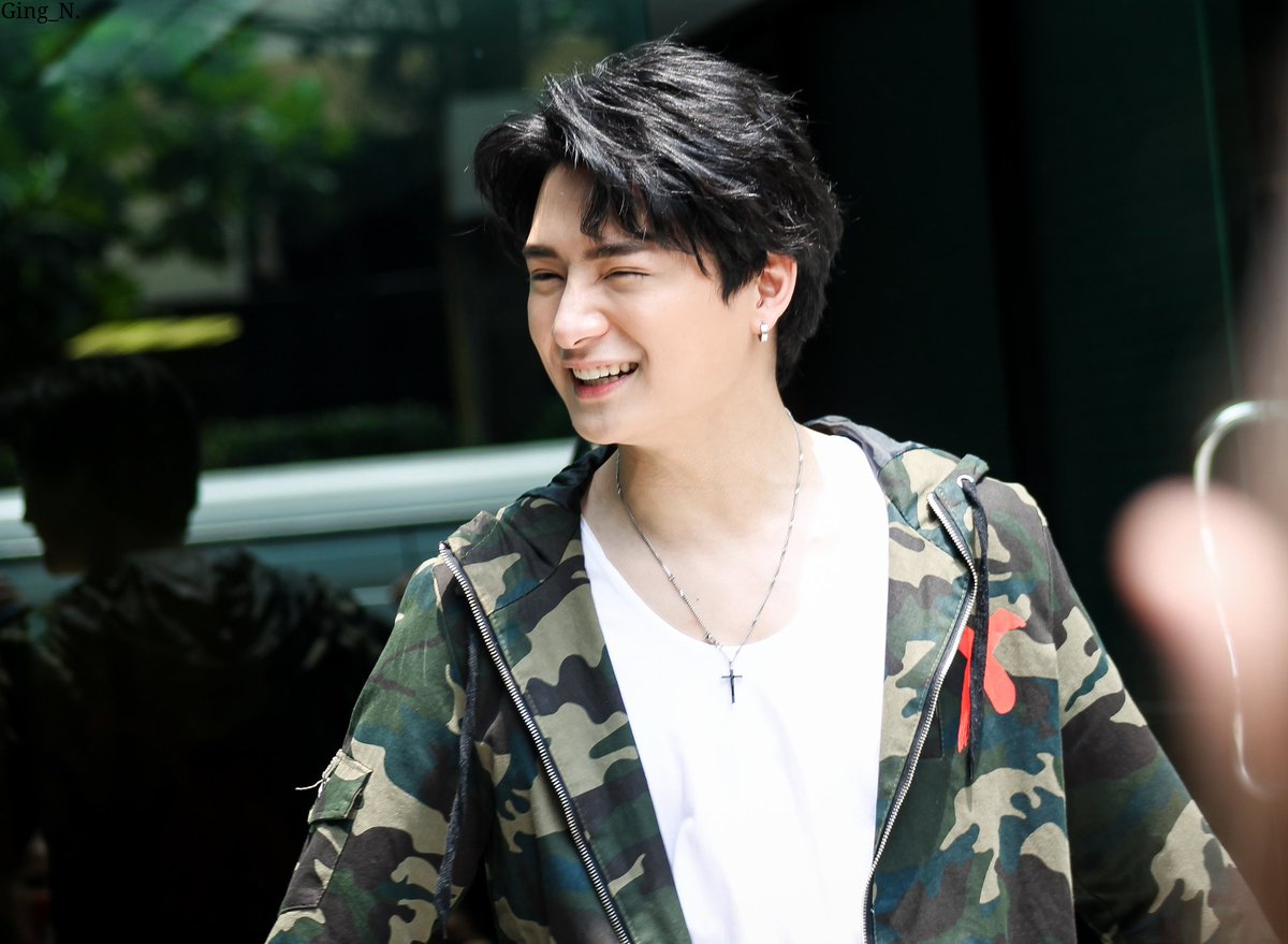 Did I already say KRIST PERAWAT HAS THE BRIGHTEST SMILE IN THE WHOLE UNIVERSE.. BRIGHTER THAN THE SUN.. BRIGHTER THAN THE STARS  And KRIST PERAWAT HAS THE KINDEST HEART  KRIST PERAWAT HAS THE SWEETEST VOICE  #KRISTPERAWATSKY<br>http://pic.twitter.com/1uQQzViL1u