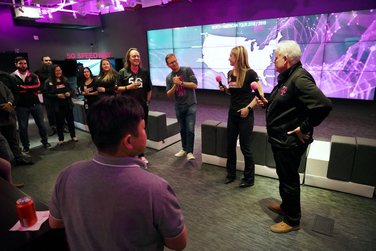 Thank you @JohnLegere &amp; @NevilleRay &amp; the ENTIRE Senior Leadership Team for hosting #TechExperience Happy Hour! Your leadership and vision is what drives @TMobile Technology team! <br>http://pic.twitter.com/YU2tDcGmgT &ndash; à T-Mobile Lab