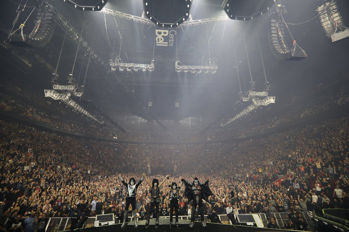 WOW! Thank you #Montreal. You were awesome tonight at the @BellCentre. #EndOfTheRoad <br>http://pic.twitter.com/pxu6XVLP6S