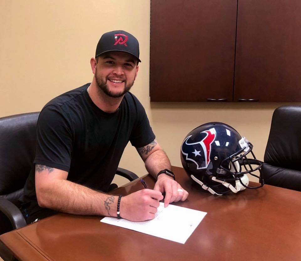 The Houston Texans have signed former Bama QB AJ McCarron to a one year, $3 million contract.. #RollTide<br>http://pic.twitter.com/pXoCxzsK0M