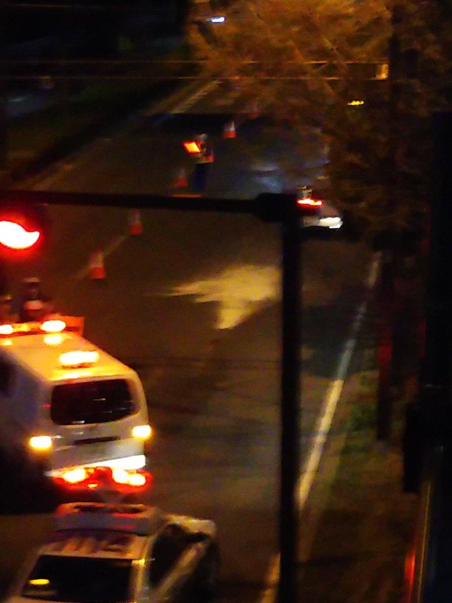 川崎区の新川橋付近の国道15号に有害な白い粉が散乱している画像