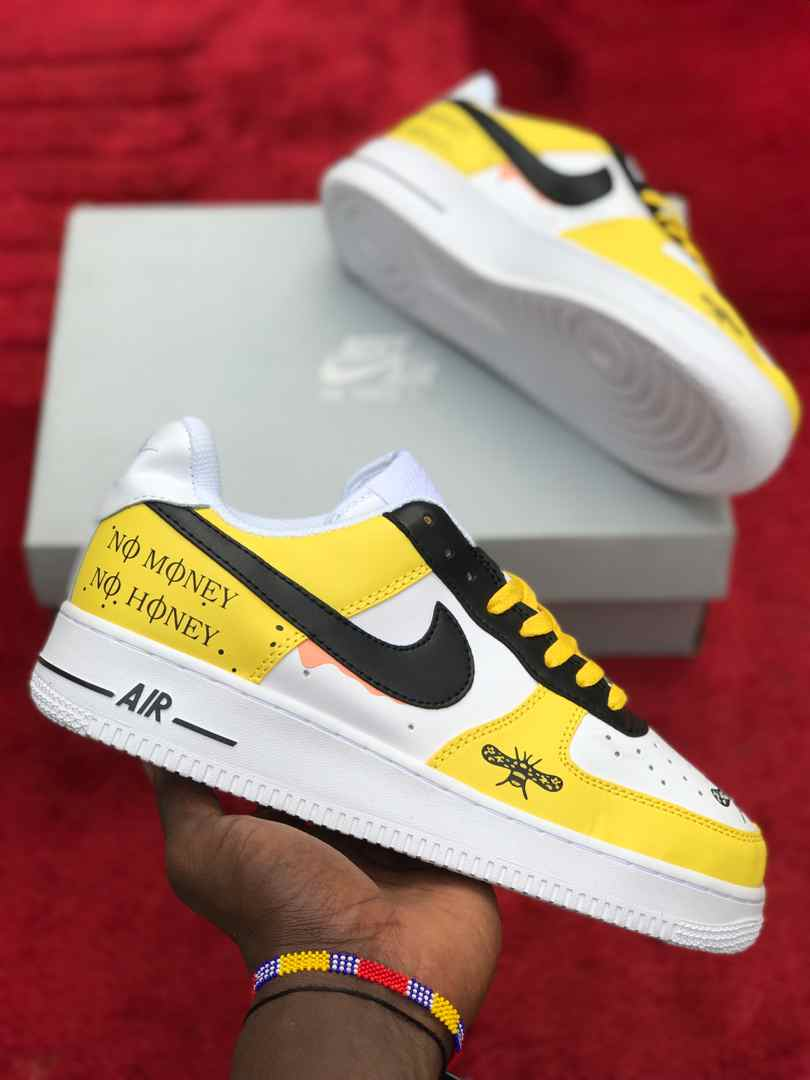 Air Force 1 Yellow and white strips.  #no_money 🔥🔥🔥🔥