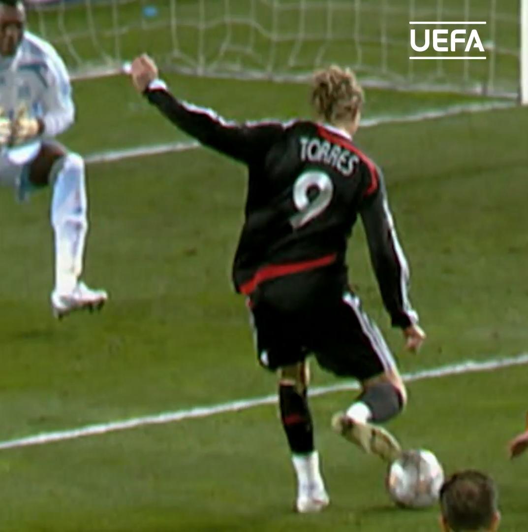 🤩 'El Niño' 🤩  👕 | 8⃣2⃣ games ⚽️ | 2⃣0⃣ goals 🏆 | 2⃣0⃣1⃣2⃣ winner   Happy birthday @Torres! 🥳🥳🥳  #UCL