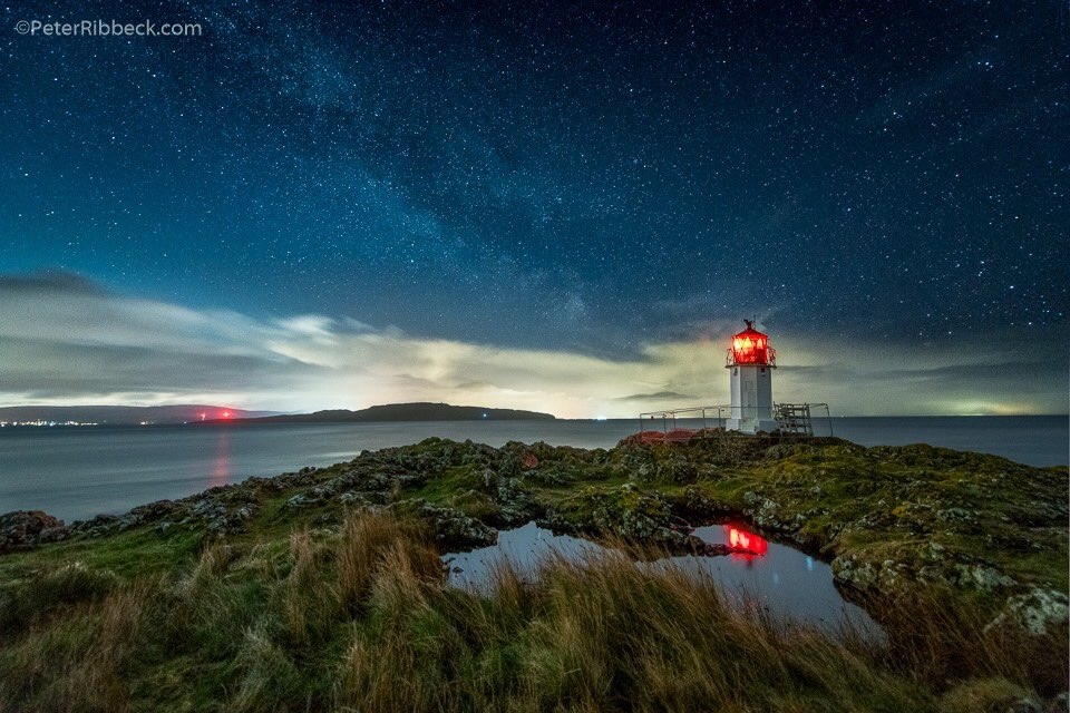 The night sky and wee lighthouse at Glencallum Bay, Isle of Bute, with the lights of Largs to the left. #IsleOfBute #ArgyllandBute #GlencallumBay @argyllandbute @VisitScotland<br>http://pic.twitter.com/xOtpOtPu0S