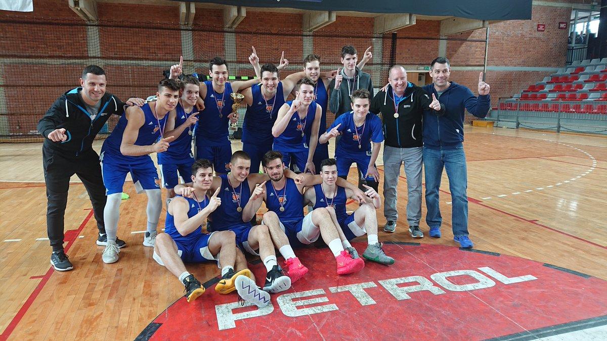 DPSŠ v košarki za dijake! Šentvidčani po letu 2010 znova do naslova srednješolskih prvakov. 🏀💪 🔗http://www.kzs.si/clanek/Sentvidcani-po-letu-2010-znova-do-naslova-srednjesolskih-prvakov/id/1589…