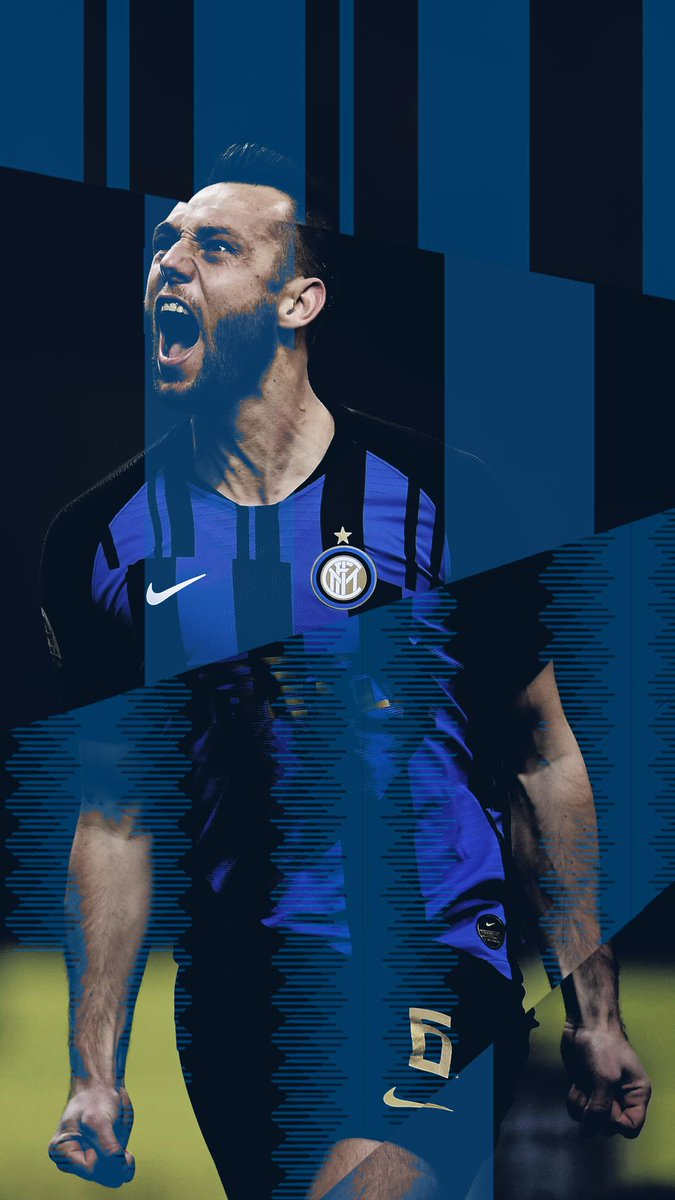 📲 | Today, we've got a #WallpaperWednesday treat for you, #InterFans! 🖤💙  Because what's better than being reminded of a #DerbyMilano win every time you look at your phone? 😉  #ForzaInter