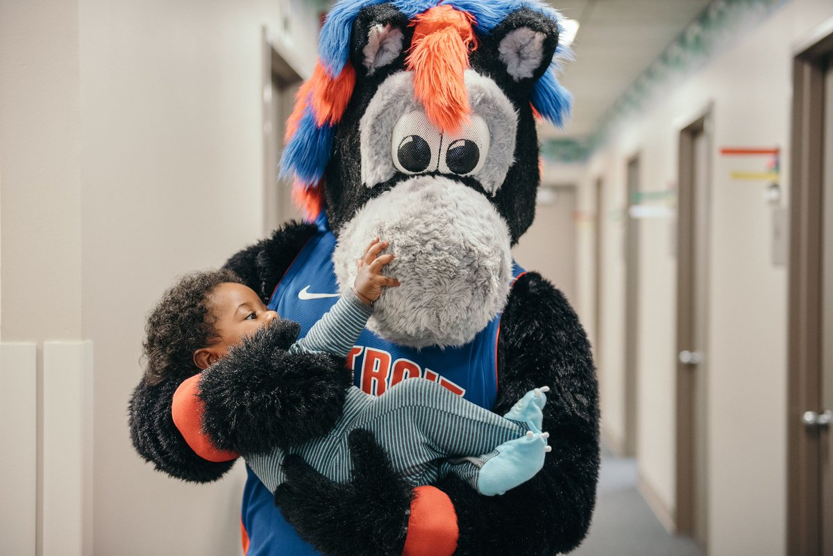 A hug is a great gift – one size fits all and easy to exchange. Thanks to @PistonsHooper from the @DetroitPistons who recently brought his warm hugs and cheerful attitude to our patients and staff at Henry Ford Medical Center – Lakeside.
