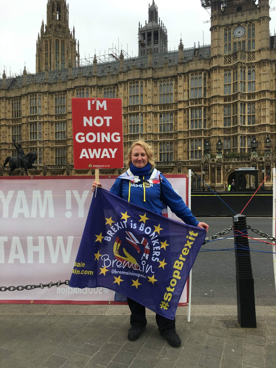 25 years living and working in Spain. Taxpayer in Spain. Taxpayer in the UK. No vote anywhere: Completely disenfranchised. Hands off my EU citizenship!! I&#39;m angry &amp; I&#39;m protesting with Steve Bray @snb19692  to #StopBrexit  @BremainInSpain #WeAreSodem #IStandWithBercow<br>http://pic.twitter.com/hhHFG6Q8PR