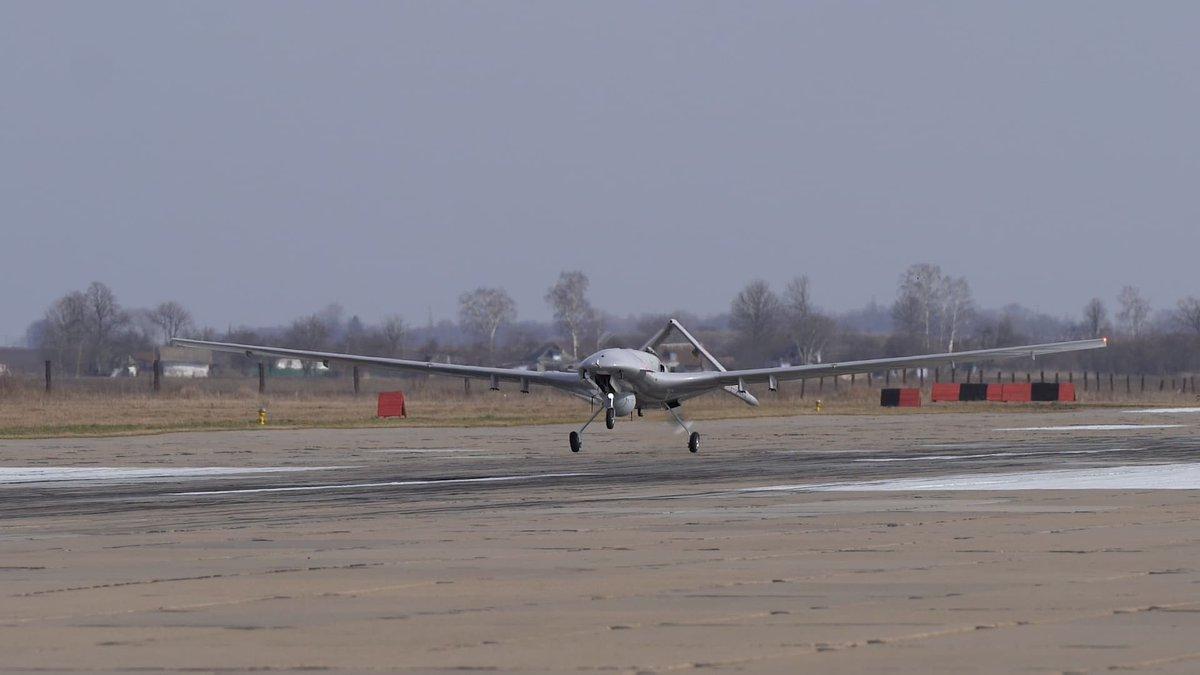 وفد أوكراني يبحث شراء طائرات بدون طيار تركية الصنع D2GTHEfWoAAyuQv