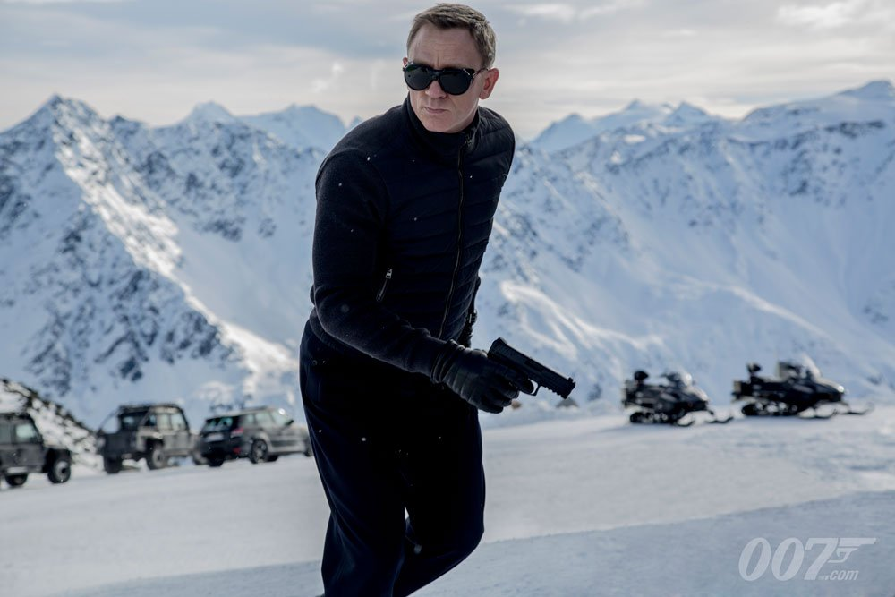 Today is your last chance to enter the Bond Prize Draw for @comicrelief. The prize includes a set visit for #Bond25, meeting Daniel Craig and a once in a lifetime trip to Solden, Austria to visit the spectacular #007ELEMENTS exhibition. Entry and T&amp;Cs:  http:// bbc.in/2JkwjJW  &nbsp;  <br>http://pic.twitter.com/HVuDxjCB8j