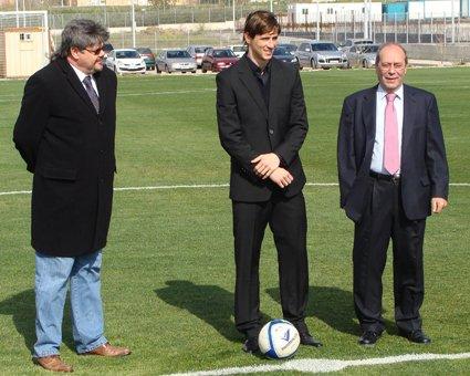 ¡Tu grandeza da nombre a nuestro estadio! 🏟️Felicidades D. @Torres 🎂🎂🥳🥳 #Torres #FelizCumpleaños #Fuenla #VamosFuenla