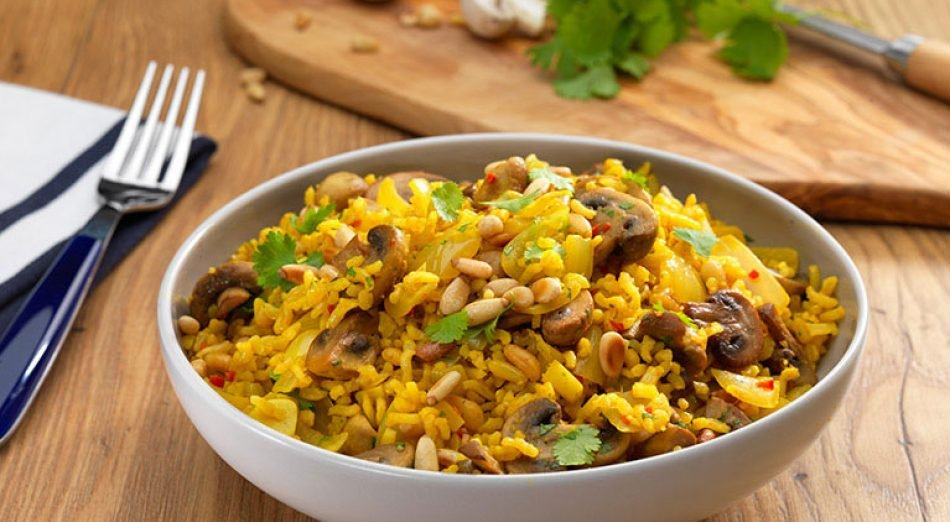 Lunch Recipe: Nutty Mushroom and Coriander Pilaf    Bursting with earthy flavours, this is a hearty #vegan dish that's perfect as a main, or served as a smaller side portion!   https:// veganuary.com/recipes/nutty- mushroo-and-coriander-pilaf/ &nbsp; …   #TryVegan #Veganuary #VeganRecipes<br>http://pic.twitter.com/7v3OL2ZAaJ