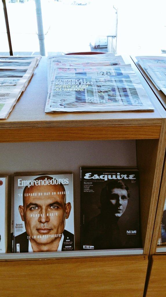 En la Sala VIP de @aena saben de lecturas VIP  😎  @EsquireEs @Emprendedores