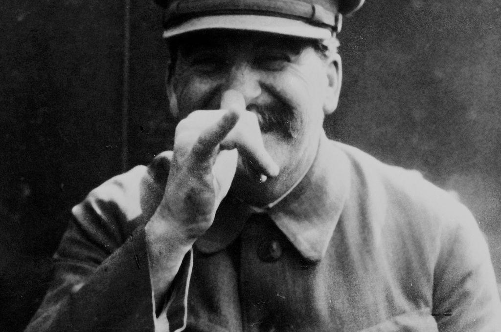 Сталина обвинили в «воскрешении» Гитлера https://t.co/iYbcRJuhrR https://t.co/zNPbYd4qOT
